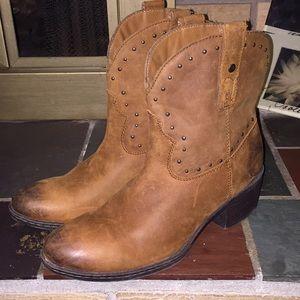 B.O.C Born Concepts Cowboy Boots Size 9.5 Brown